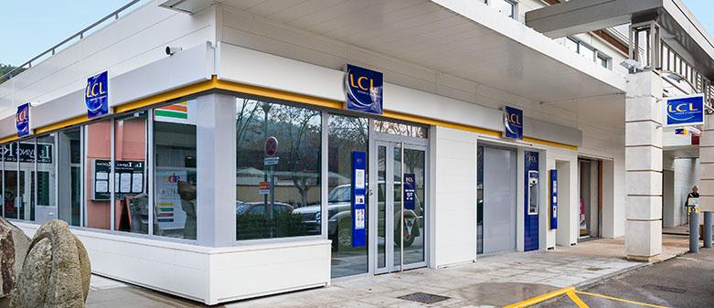 Agence lcl la palette le tholonet for Location garage assurance